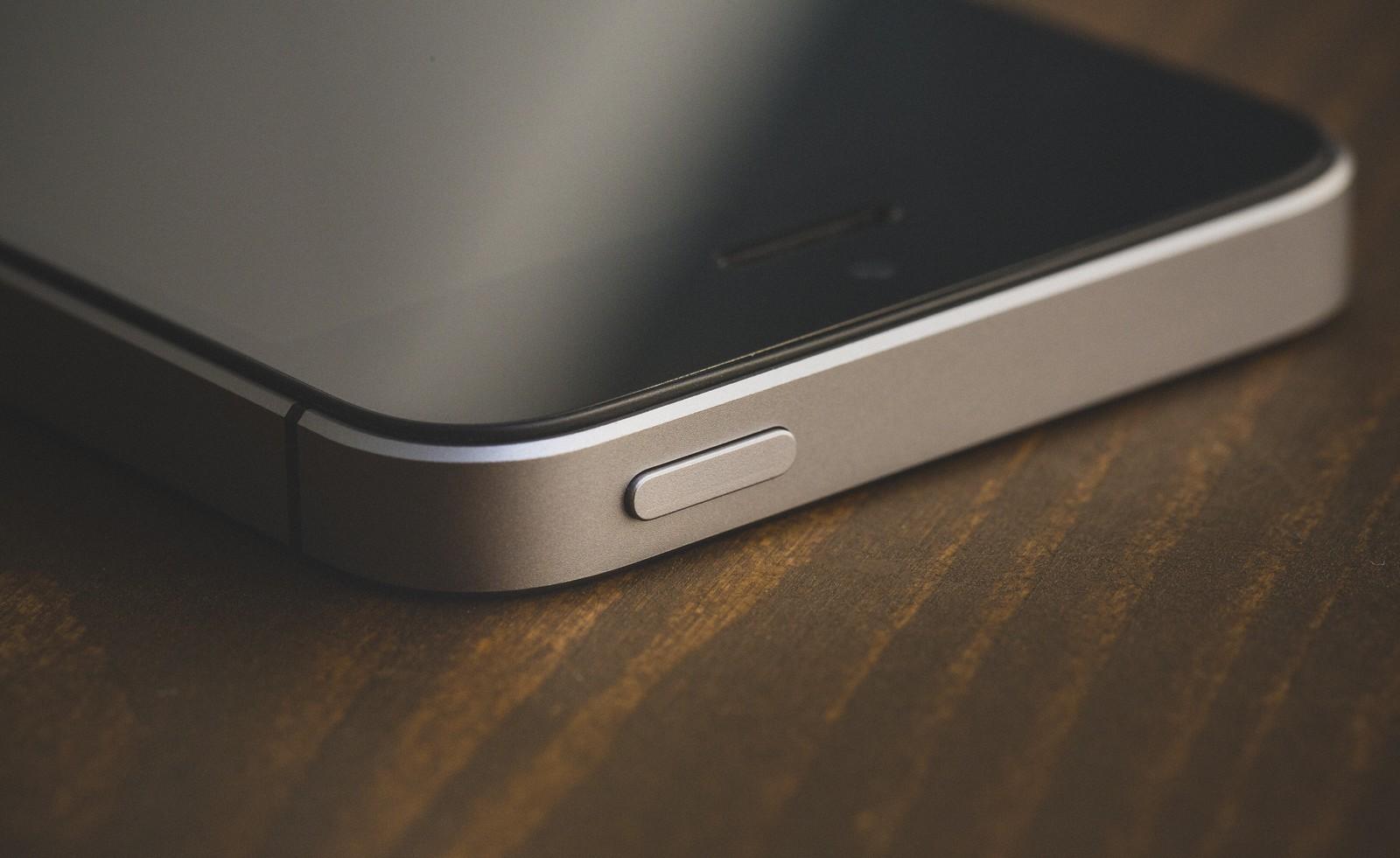 iPhoneのスリープボタンが効かないときの対処法と再起動する方法
